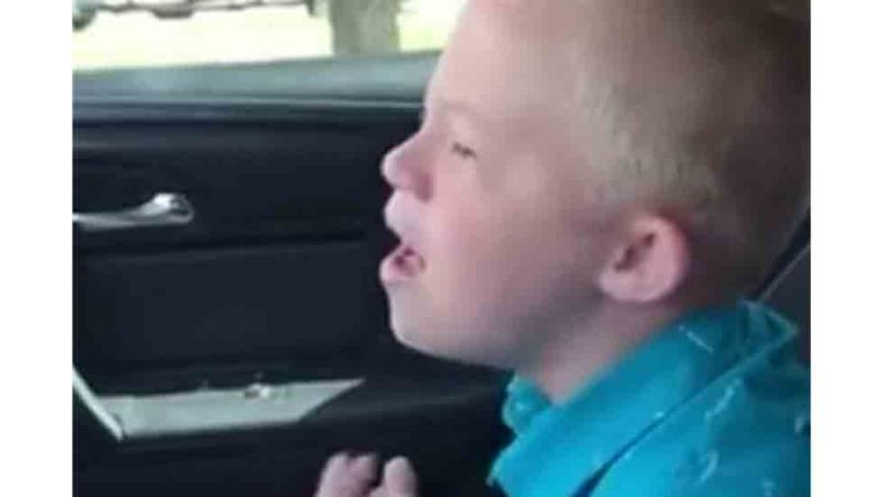 <div>Video: Niño Down canta tema de Whitney Houston y enternece las redes</div>