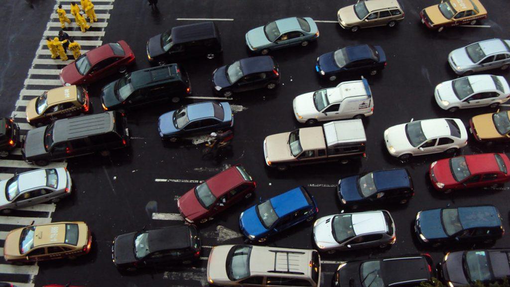Conoce los vehículos que no circula este viernes